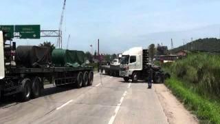 getlinkyoutube.com-อุบัติเหตุรถบรรทุกพ่วงชนกับกระบะ