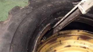 Pneu-Tek Tire Tools Grader Tire Demount / Mount Demo (Action)