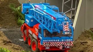 getlinkyoutube.com-RC truck crane builds up a bridge at the construction site! AMAZING!