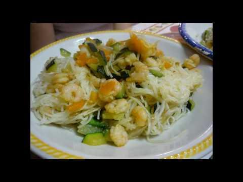 spaghetti di riso con gamberetti e verdure [COOK-MONI]