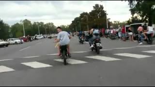 getlinkyoutube.com-colgando moto