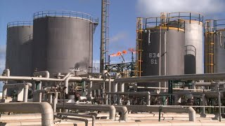 Oil-producing nations meet as cracks emerge in production deal