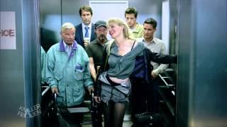 getlinkyoutube.com-Im Fahrstuhl... - Knallerfrauen mit Martina Hill