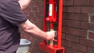 getlinkyoutube.com-Пресс для топливных брикетов своими руками бесплатное отопление