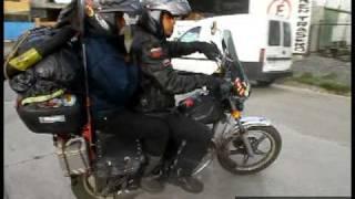 getlinkyoutube.com-Viajeros dan la vuelta al mundo en dos motos de 125 cc