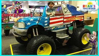 getlinkyoutube.com-Chuck E Cheese Family Fun Indoor Games and Activities for Kids Children Play Area Kids Video