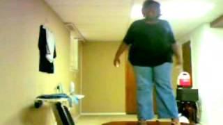 امرأة سمينة وغبية .. و سقوط مؤلم