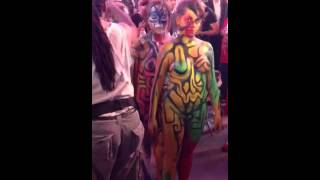 getlinkyoutube.com-42ND STREET TIMES SQUARE GIRLS PURE NAKED WITH BODY PAINT