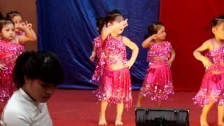 getlinkyoutube.com-Hoàng Bảo Anh nhảy aerobic bài Nobody ở lễ bế giảng năm học 2011-2012
