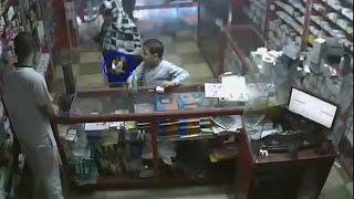 getlinkyoutube.com-محاولة سرقة  صيدلية , ومواجهة السارقة
