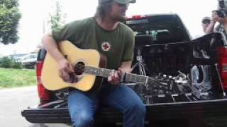 "getlinkyoutube.com-Eric Church ""Guys Like Me"" On his Tailgate!"