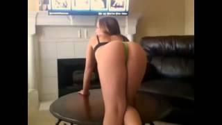 getlinkyoutube.com-MANDY KAY IS TWERKING ON THE TABLE SO HOT