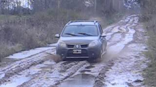 getlinkyoutube.com-Sandero Stepway manejando en el barro