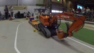 getlinkyoutube.com-Oslo Motorshow 2014 - R/C excavator transport