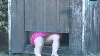 getlinkyoutube.com-Diego Tranca Robertha no Banheiro e Ela Escapa Por Debaixo da Porta - [A Fazenda 5]