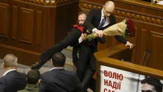 getlinkyoutube.com-Ukraine parliament brawl! PM Yatsenyuk manhandled by MP