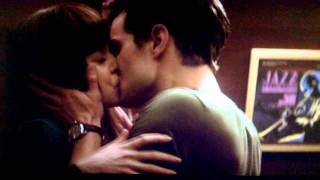 getlinkyoutube.com-Elevator Kiss