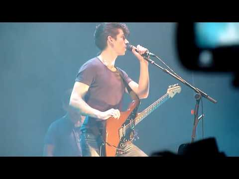 Arctic Monkeys - Mardy Bum [Live at The O2 - 30-10-2011]