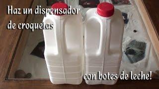 getlinkyoutube.com-Como hacer un dispensador de croquetas con botes de leche