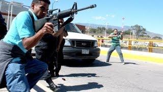getlinkyoutube.com-Balacera en Vivo Fuerzas Armadas vs Sicarios del El Chapo Guzman en Tijuana Baja California