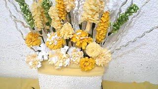 getlinkyoutube.com-Como hacer un arreglo floral con material reciclado. DIY