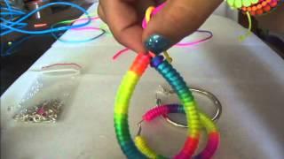 getlinkyoutube.com-Pulseras y zarcillos neon o fluorescente usando cola de raton y pepas DIY