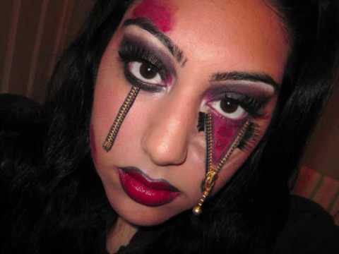 goth style makeup.