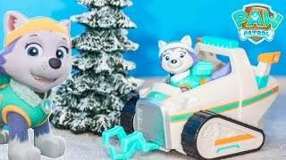 getlinkyoutube.com-PAW PATROL Nickelodeon Everest Snow Mobile Rescue Vehicle Toys Video Unboxing
