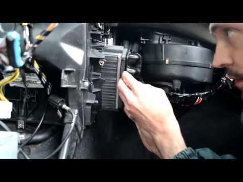 PEUGEOT 605. Замена радиатора печки, уплотнительных колец. Выявление течи антифриза в салон.