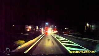 getlinkyoutube.com-信号無視した車がダンプと衝突