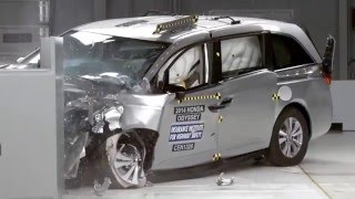 getlinkyoutube.com-Minivan Crash Tests - The Good, Bad and the Ugly