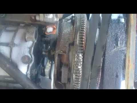 Где в Mini Ван находится педаль сцепления