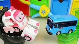 getlinkyoutube.com-Poli car & Tayo bus toys toilet toy and Robocar Poli gas station 폴리 타요 주유소 응가놀이
