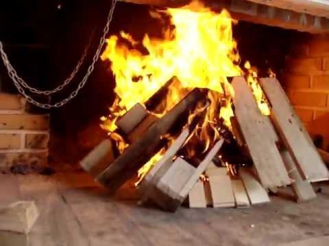 kamin za roštiljanje i grijanje sa izmjenjivačem topline.MPG