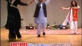 getlinkyoutube.com-Sumbal & Keran Shahid khan Dance in Dubai pashto muscal Show
