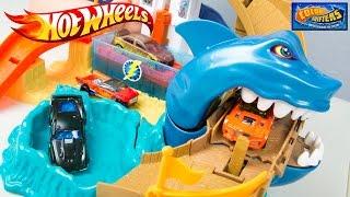 getlinkyoutube.com-Hot Wheels Color Shifters Sharkport Showdown Trackset & Color Changing Car Toys