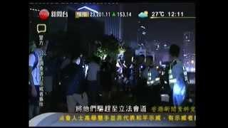 getlinkyoutube.com-佔領中環 - 佔中第十八天   有警員涉嫌毆打被捕示威者   (午間新聞)15-10-2014