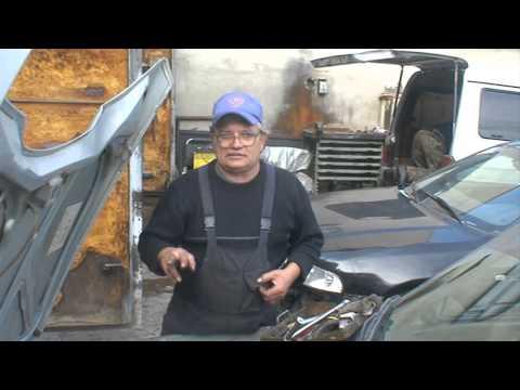 Где находится у GAZ Чайка крышка трамблера