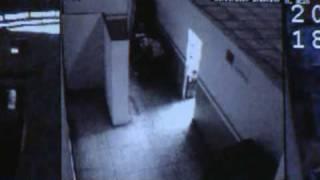 getlinkyoutube.com-Cosas extrañas captadas por cámaras de seguridad...