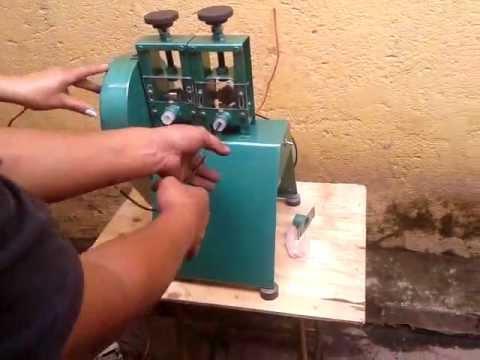 Máquina de decapar fios e cabos flexíveis e rígido