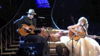 getlinkyoutube.com-Taylor Swift James Taylor Fire and Rain New York City Madison Square Garden