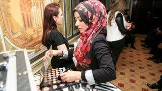 getlinkyoutube.com-Makeup Training Course in London - Artist of Makeup Beauty Academy