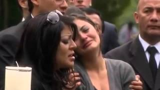getlinkyoutube.com-Maureen despide a su mamá con una sentida canción en su funeral