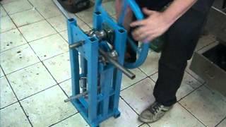 getlinkyoutube.com-calandra manual artesanal - homemade ring roller