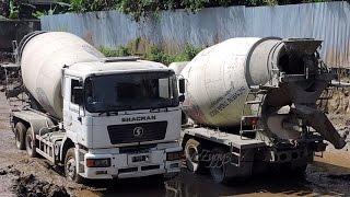 getlinkyoutube.com-Concrete Mixer Trucks Working