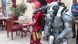 getlinkyoutube.com-Master Le cosplay: Iron man and War Machine Dance off