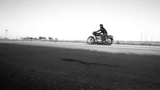 getlinkyoutube.com-Triumph Bonneville with Norman Hyde Toga Exhaust