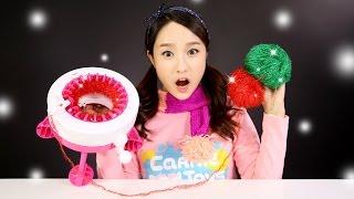 getlinkyoutube.com-캐리의 캔디걸 뜨개질 놀이 장난감으로 목도리 만들기 CarrieAndToys