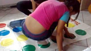Eu a Prii e o Thii jogando Twister,