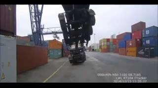 トレーラーごと海コンを持ち上げる事故